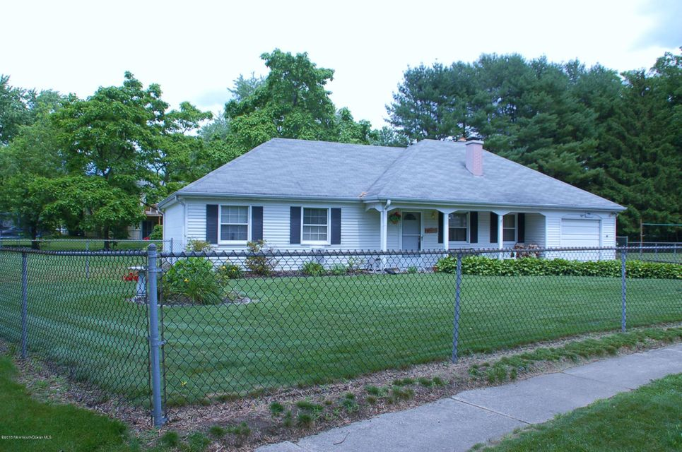 Photo of home for sale at 8 Culpepper Court Court, Jackson NJ