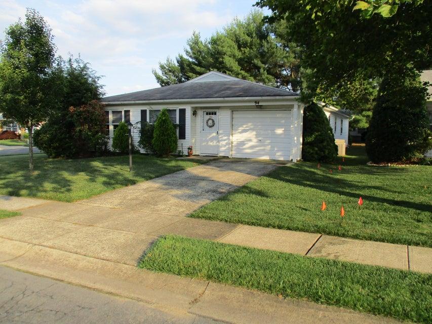 Photo of home for sale at 94 Lauren Lane Lane, Brick NJ