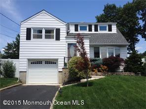 Photo of home for sale at 25 Stevenson Street Street, Parlin NJ