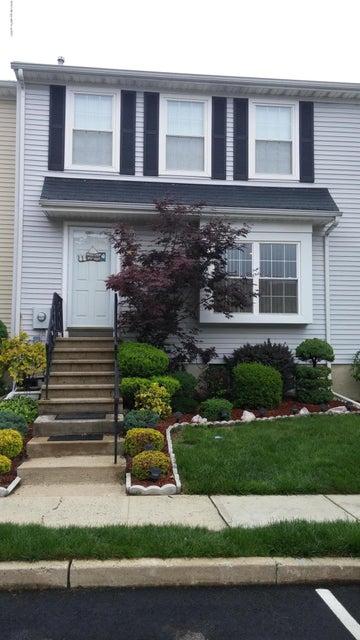 Photo of home for sale at 6 Karwatt Court Court, Sayreville NJ