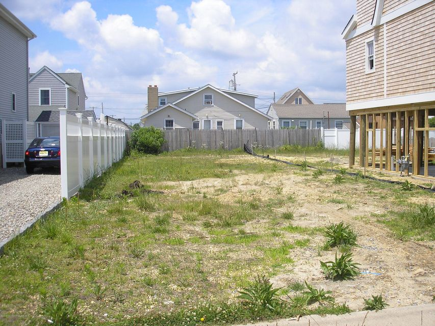 Photo of home for sale at 217 3rd Avenue Avenue, Manasquan NJ