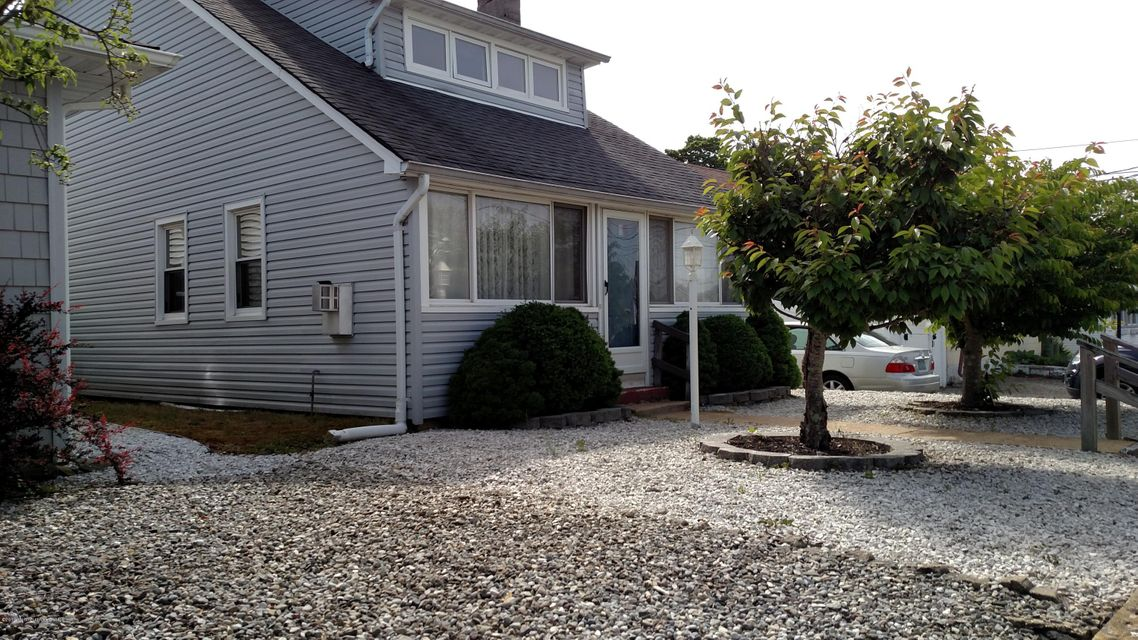 Photo of home for sale at 94 Metedeconk Road Road, Brick NJ
