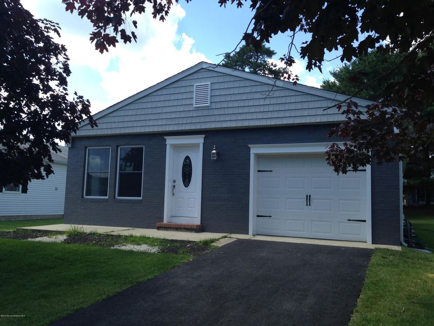 Photo of home for sale at 16 Lismore Drive Drive, Toms River NJ