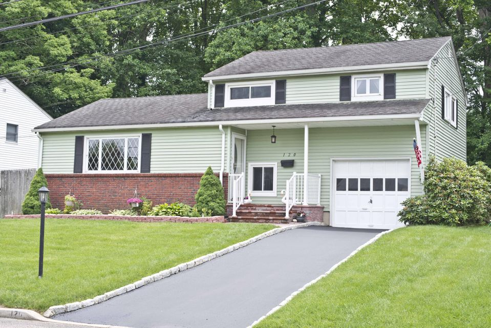 Photo of home for sale at 120 Crestview Drive Drive, Middletown NJ