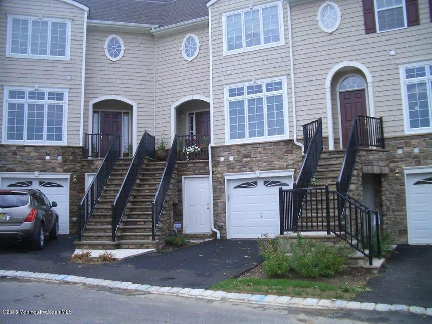 Photo of home for sale at 16 Jensen Court Court, Old Bridge NJ