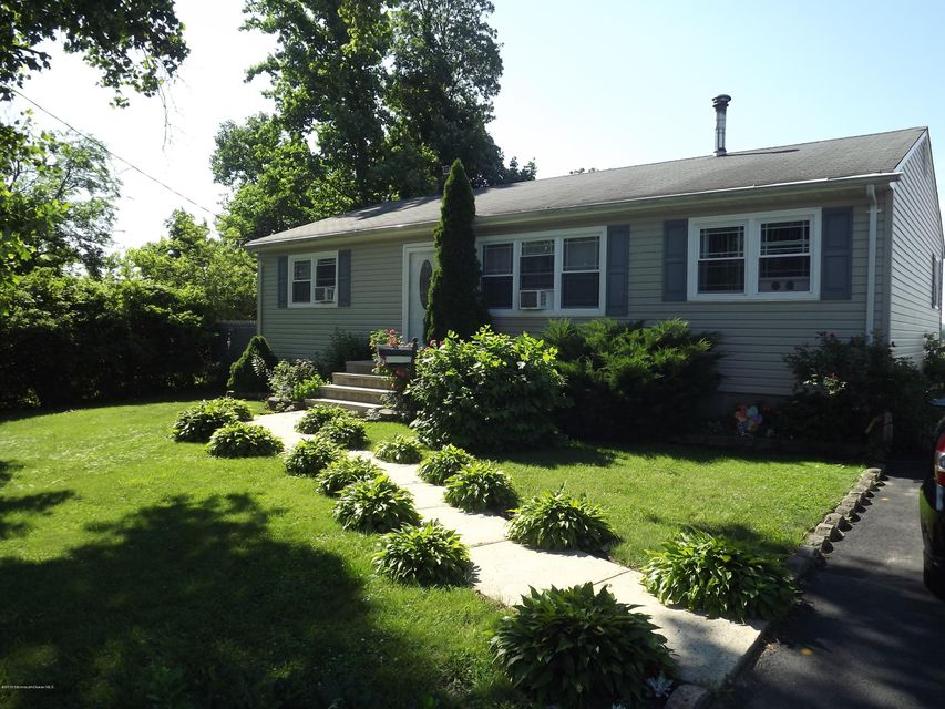 Photo of home for sale at 1099 Woodmere Drive Drive, Cliffwood Beach NJ