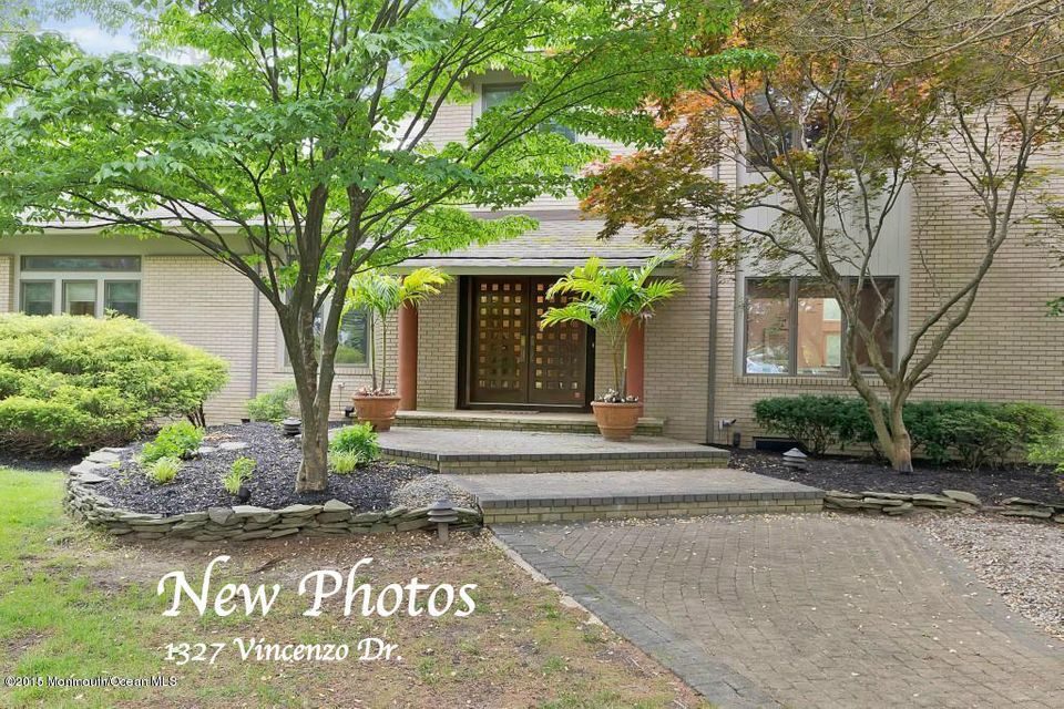 Photo of home for sale at 1327 Vincenzo Drive Drive, Toms River NJ
