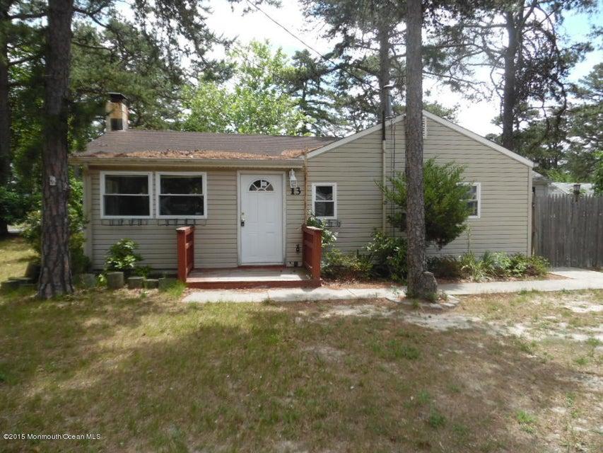 Photo of home for sale at 13 Poplar Street Street, Waretown NJ