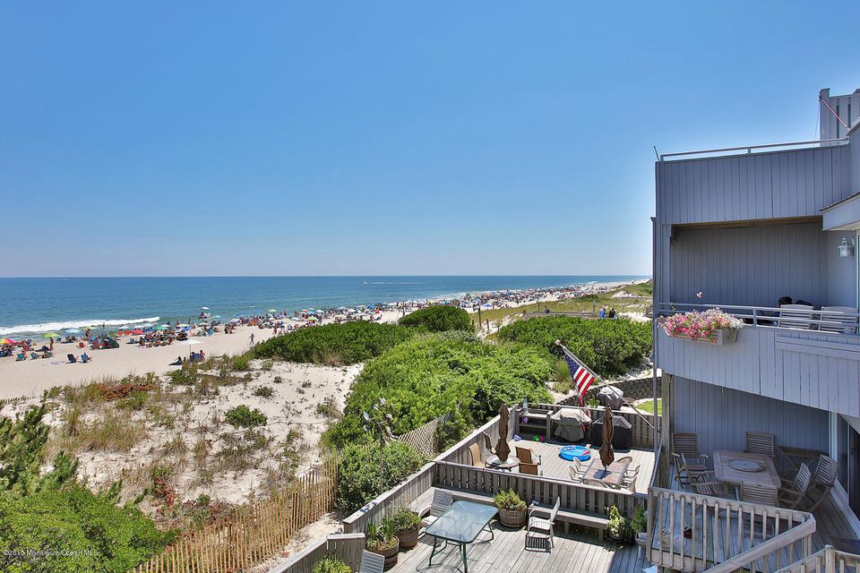 Photo of home for sale at 10 Island Dunes Drive Drive, South Seaside Park NJ