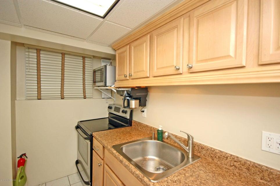 Additional photo for property listing at 321 Sunset Avenue  艾斯柏瑞公园市, 新泽西州 07712 美国