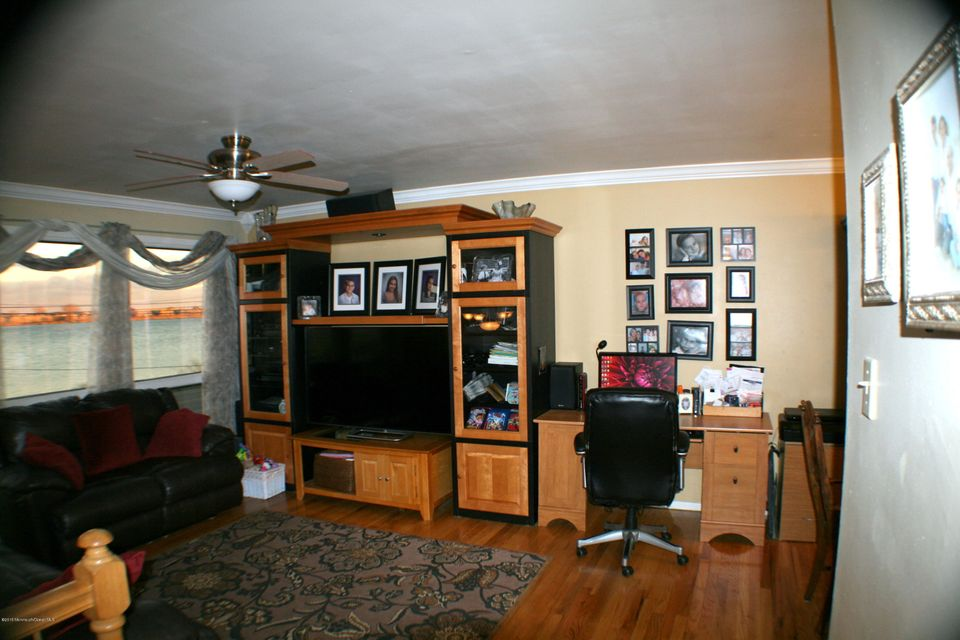 Additional photo for property listing at 207 Riverside Drive  Neptune, New Jersey 07753 États-Unis