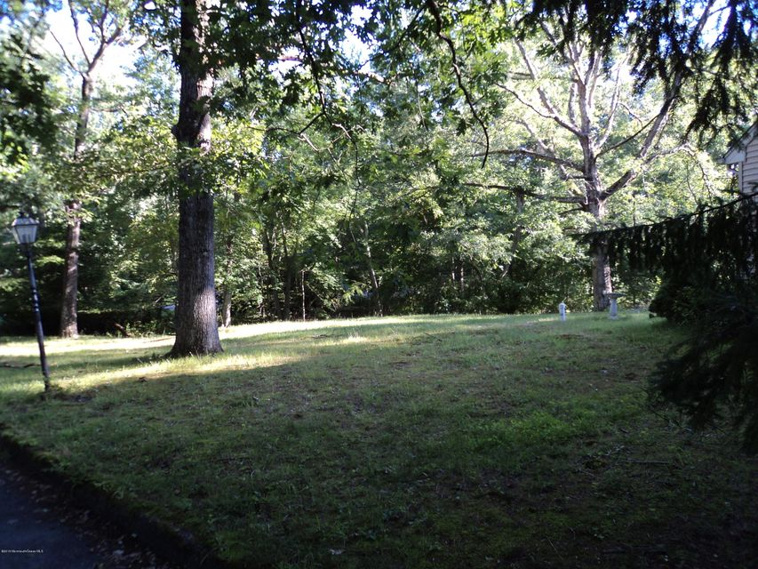 Additional photo for property listing at 536 Farms Road  Howell, New Jersey 07731 United States