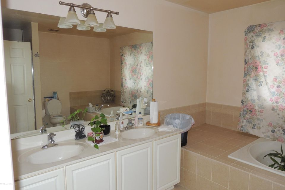 Additional photo for property listing at 8 Brian Court  黑兹利特, 新泽西州 07730 美国
