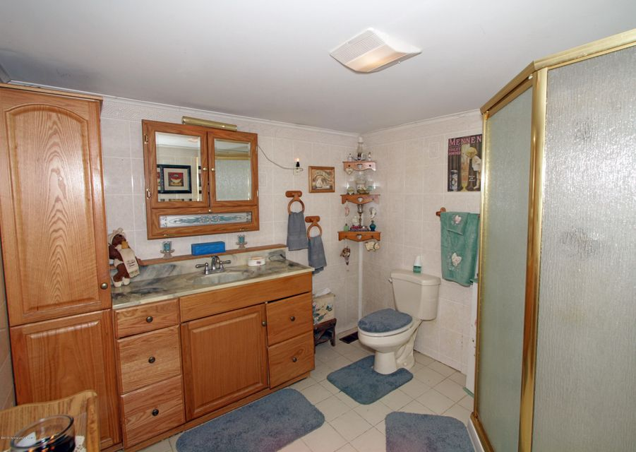 Additional photo for property listing at 945 State Route 33  Freehold, 新泽西州 07728 美国