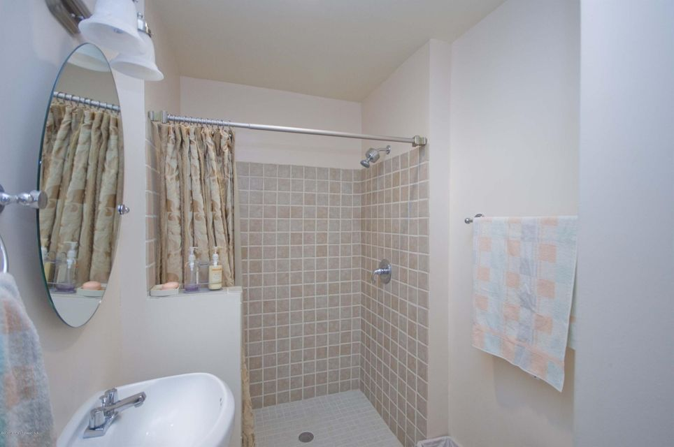 Additional photo for property listing at 12 Eton Place  Eatontown, Nueva Jersey 07724 Estados Unidos