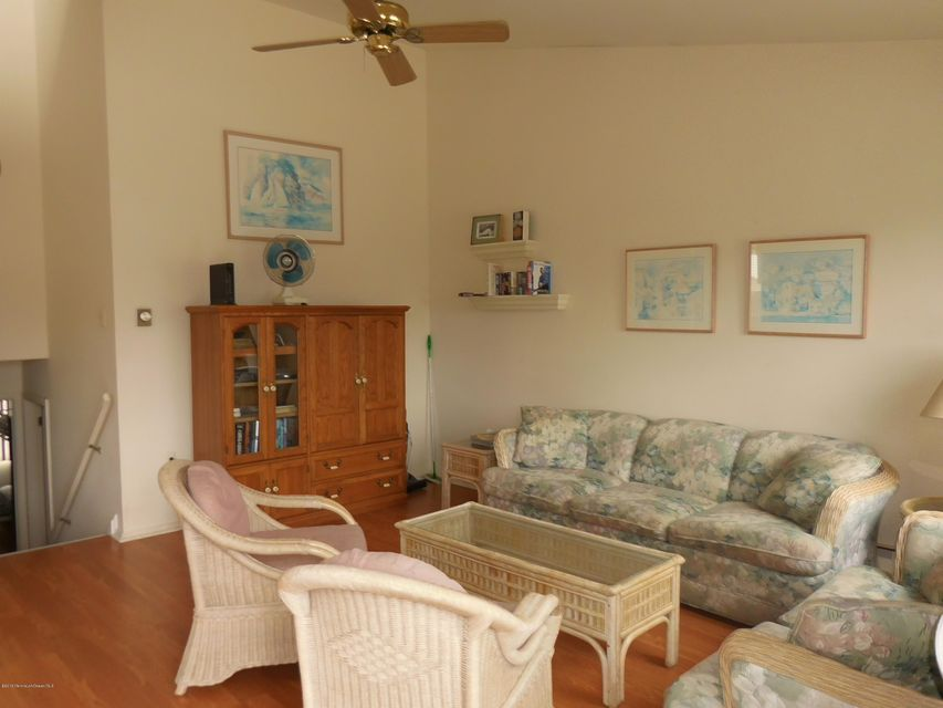 Additional photo for property listing at 303 Liberty Avenue  Beach Haven, 新泽西州 08008 美国