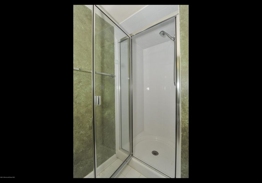 Additional photo for property listing at 405 Captains Way  尼普顿, 新泽西州 07753 美国
