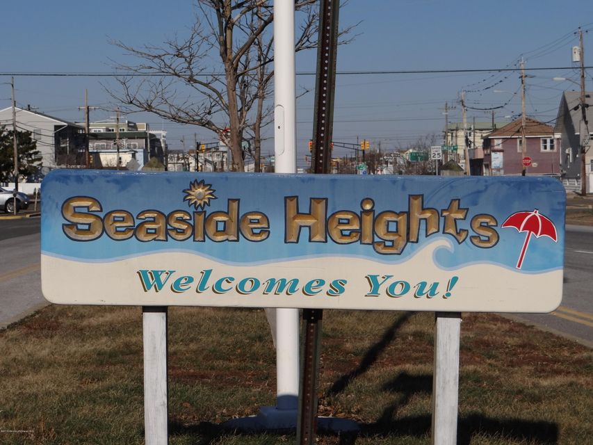 Additional photo for property listing at 304-A Barnegat Avenue  Seaside Heights, New Jersey 08751 États-Unis