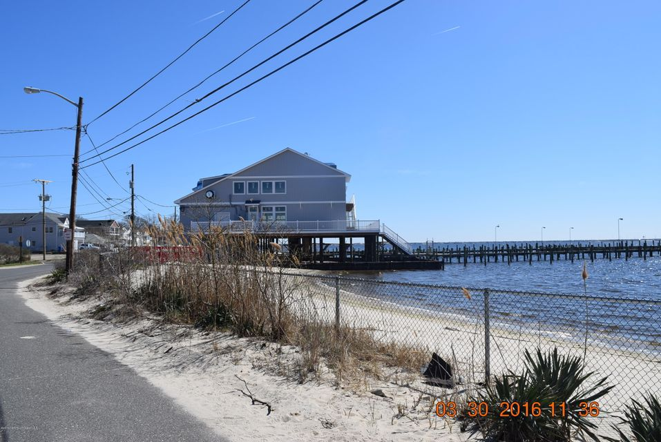 Additional photo for property listing at 611 Riverside Drive  Toms River, New Jersey 08753 États-Unis