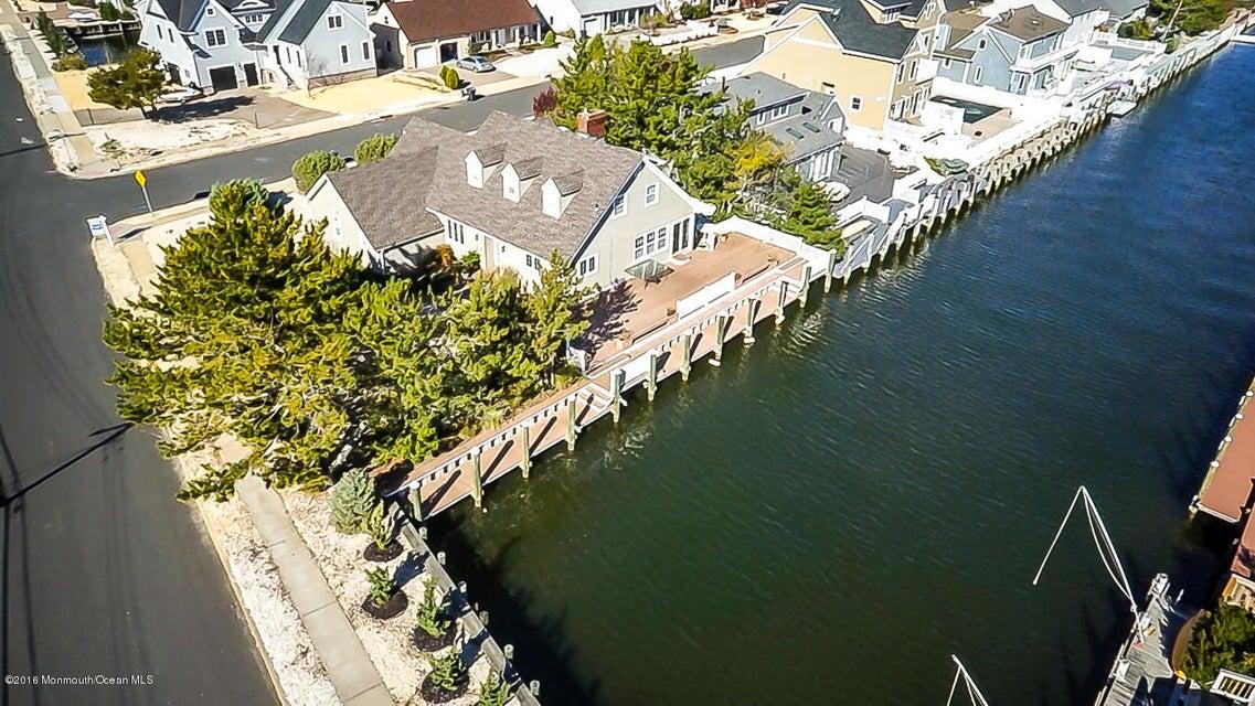 Maison unifamiliale pour l à louer à 326 Bay Lane Mantoloking, New Jersey 08738 États-Unis