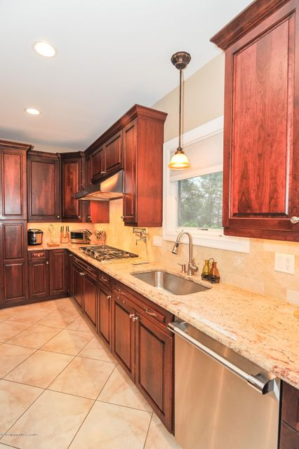 Additional photo for property listing at 894 Georges Road  Monmouth Junction, New Jersey 08852 United States
