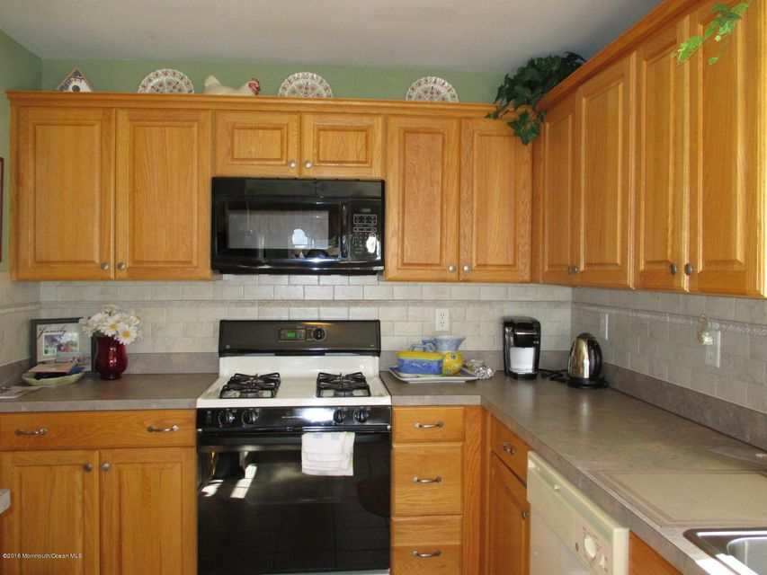Additional photo for property listing at 106 San Anita Drive  Tinton Falls, Nueva Jersey 07753 Estados Unidos