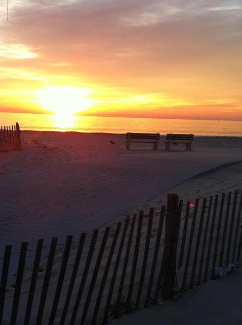 Additional photo for property listing at 203 K Street 203 K Street Seaside Park, Нью-Джерси 08752 Соединенные Штаты
