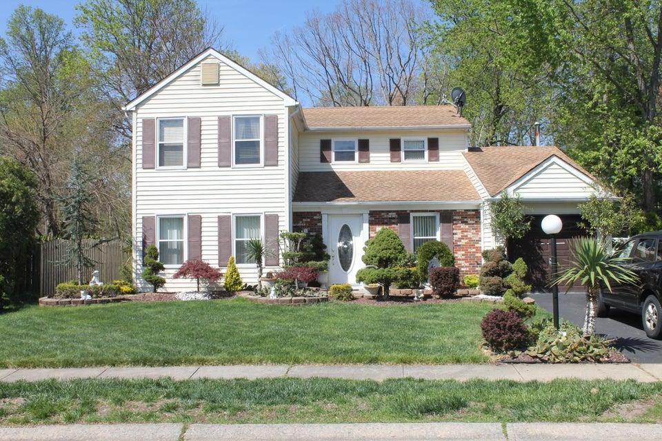 Maison unifamiliale pour l Vente à 7 Cutter Freehold, New Jersey 07728 États-Unis