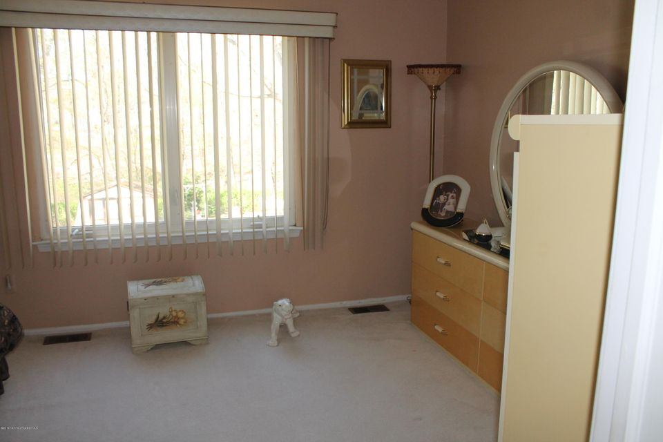 Additional photo for property listing at 7 Cutter  Freehold, New Jersey 07728 États-Unis