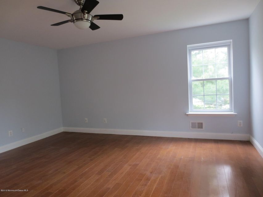 Additional photo for property listing at 5 Ivy Way  Dayton, Nueva Jersey 08810 Estados Unidos