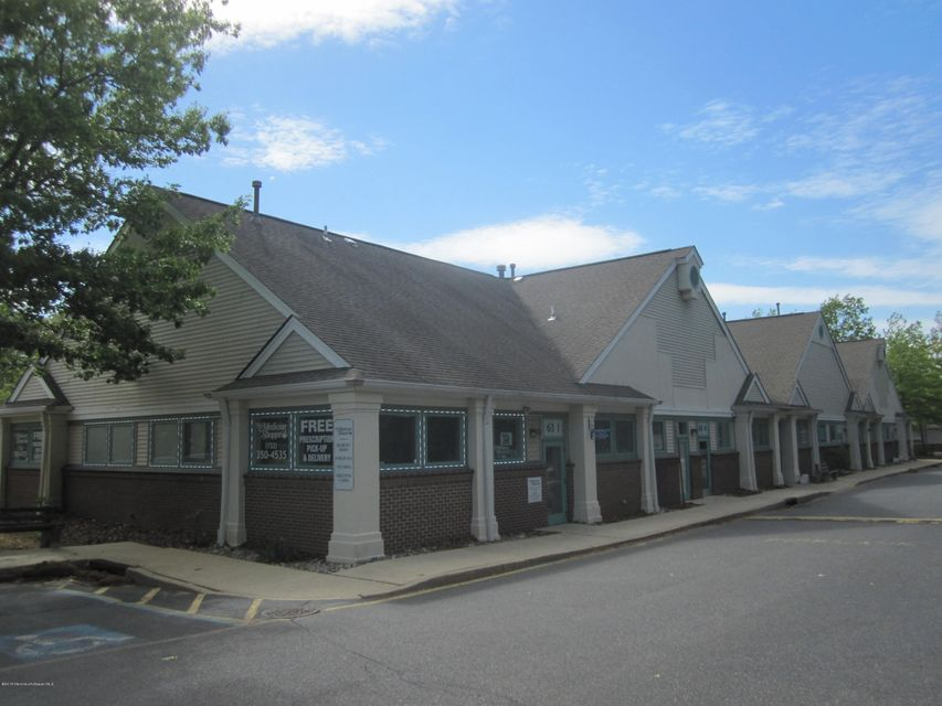 Additional photo for property listing at 63 Lacey Road  Whiting, New Jersey 08759 États-Unis