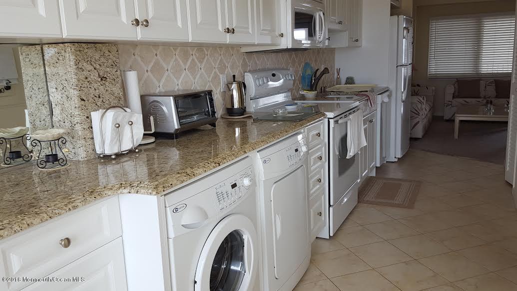 Maison unifamiliale pour l Vente à 438 Route 35 Mantoloking, New Jersey 08738 États-Unis