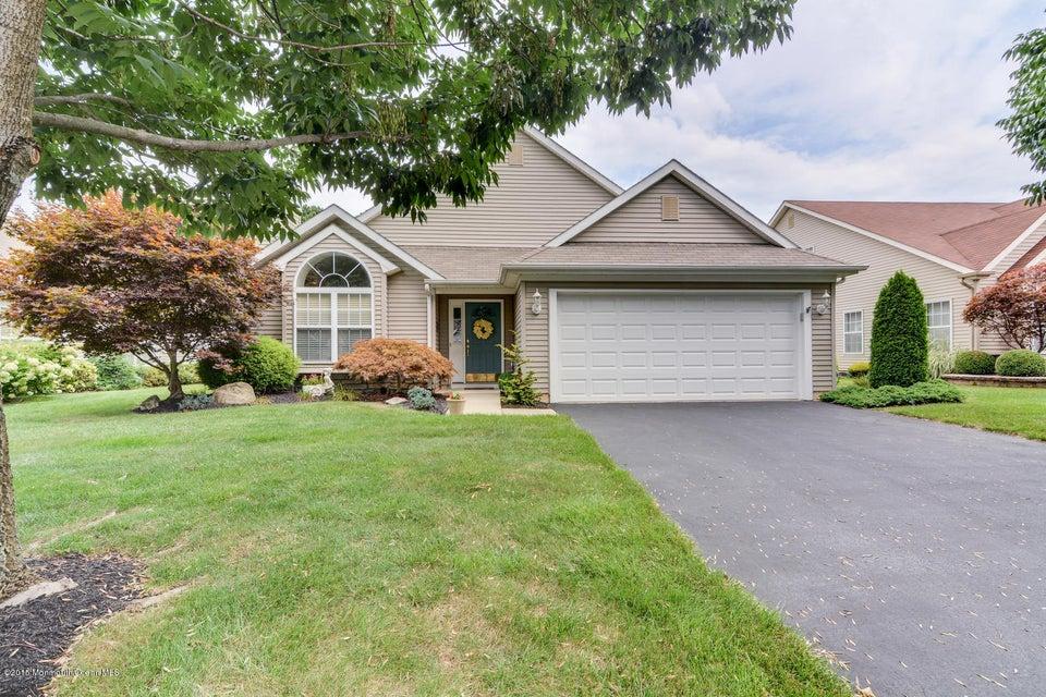 独户住宅 为 销售 在 10 Sandhurst Road 莱克伍德, 新泽西州 08701 美国