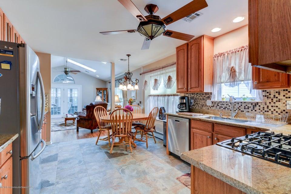 Additional photo for property listing at 10 Sandhurst Road  莱克伍德, 新泽西州 08701 美国