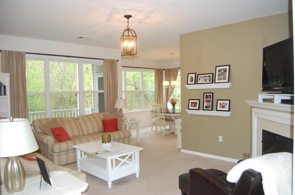 共管式独立产权公寓 为 销售 在 318 Sloan Court Matawan, 新泽西州 07747 美国