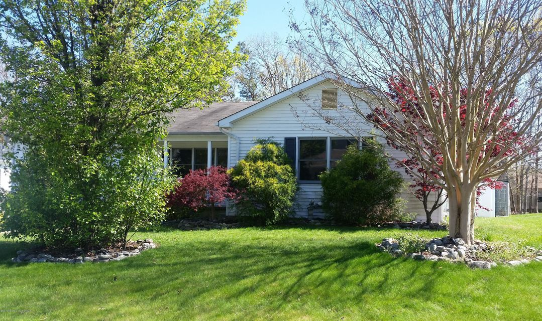 Photo of home for sale at 4 Pulaski Drive Drive, Barnegat NJ
