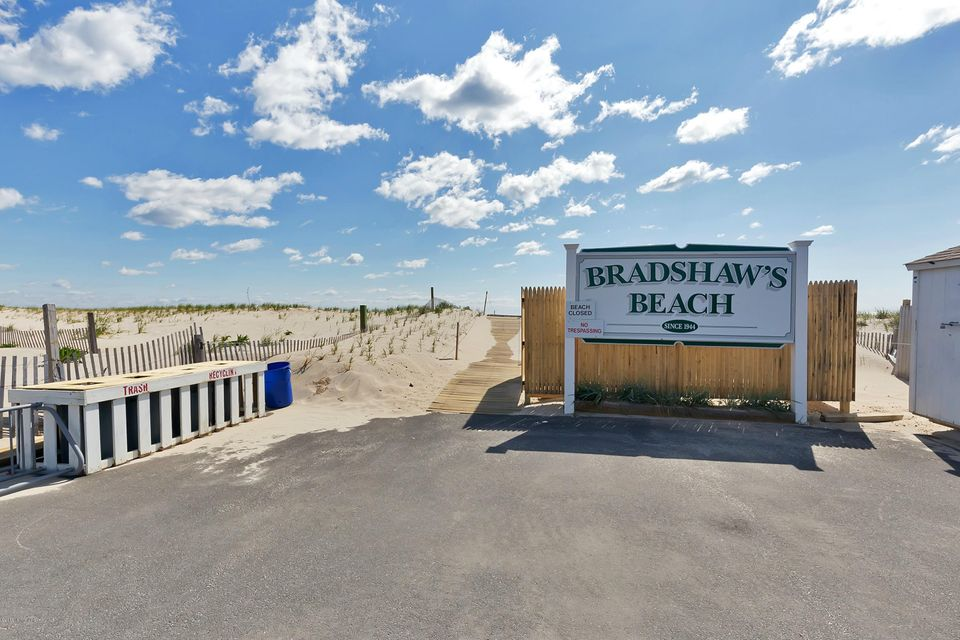 Additional photo for property listing at 115 Washington Avenue  Point Pleasant Beach, New Jersey 08742 United States