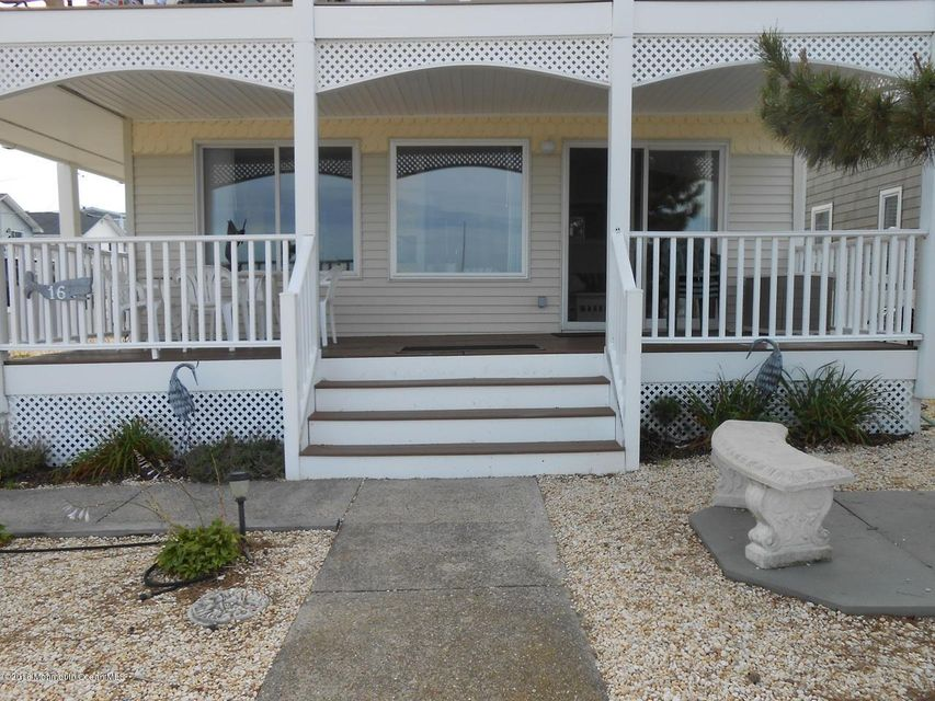 Additional photo for property listing at 16 Shore Avenue  Surf City, New Jersey 08008 États-Unis