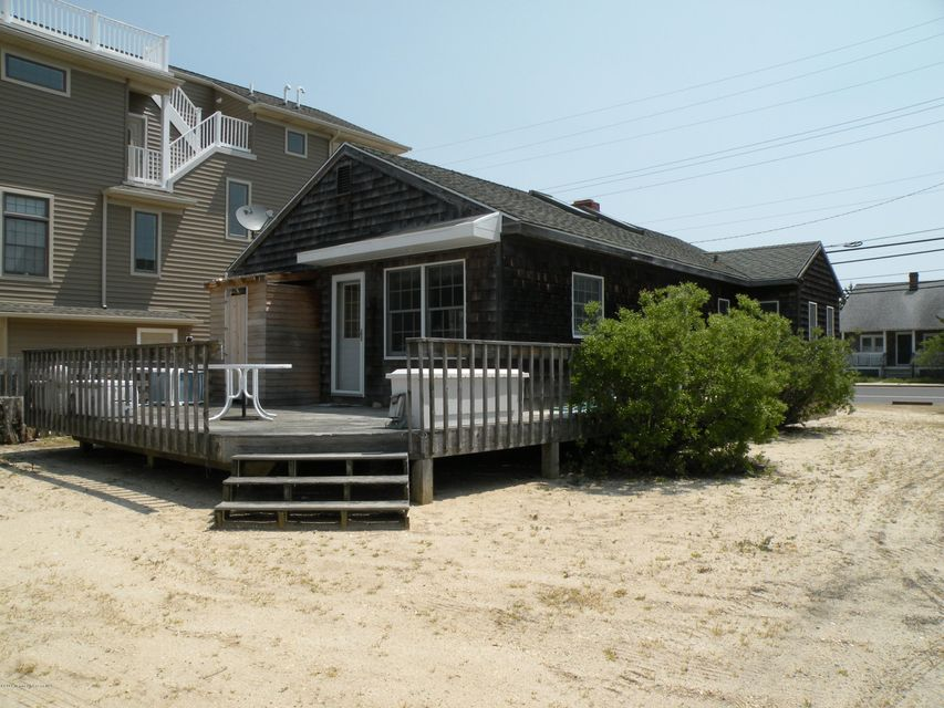 Additional photo for property listing at 301 Jeffries Avenue  Beach Haven, New Jersey 08008 United States