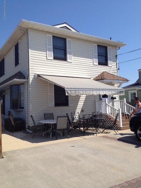 Casa Multifamiliar por un Venta en 111 Princeton Avenue Lavallette, Nueva Jersey 08735 Estados Unidos