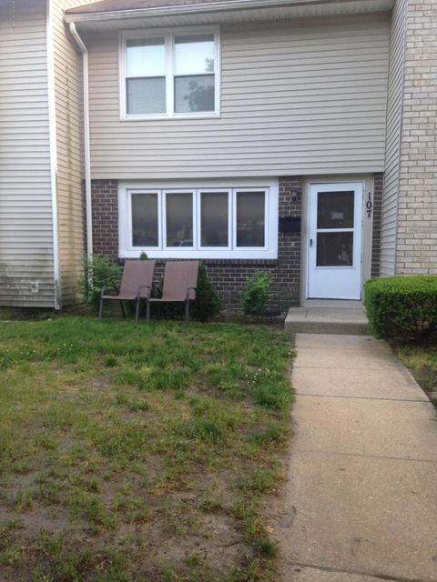 Additional photo for property listing at 107 Tudor Court  Lakewood, New Jersey 08701 United States