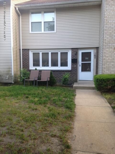 Additional photo for property listing at 107 Tudor Court  Lakewood, New Jersey 08701 États-Unis