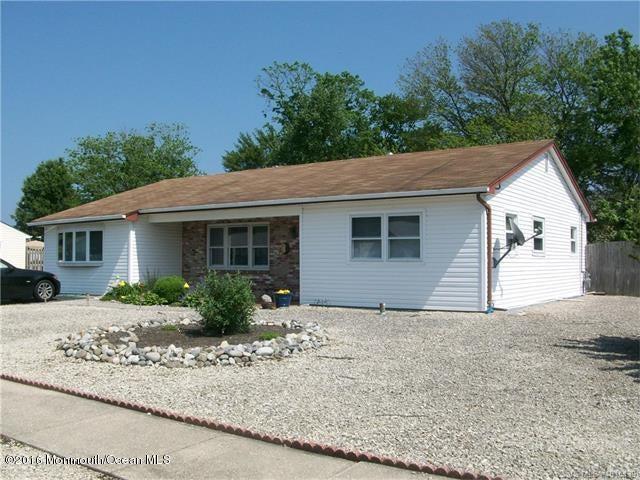 Maison unifamiliale pour l Vente à 7 Omaha Street Barnegat, New Jersey 08005 États-Unis