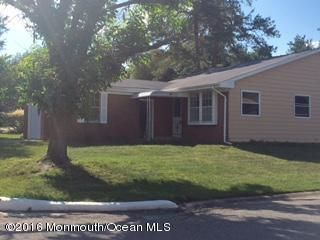 Maison unifamiliale pour l Vente à 1 Pioneer Court Manchester, New Jersey 08759 États-Unis