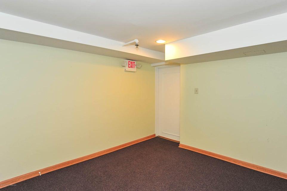 Additional photo for property listing at 2515 Highway 516 2515 Highway 516 Old Bridge, Nueva Jersey 08857 Estados Unidos