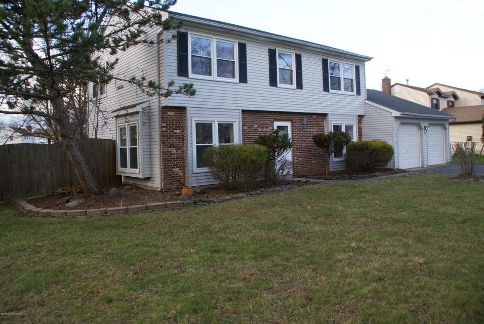 Maison unifamiliale pour l Vente à 4 Reston Road Manalapan, New Jersey 07726 États-Unis