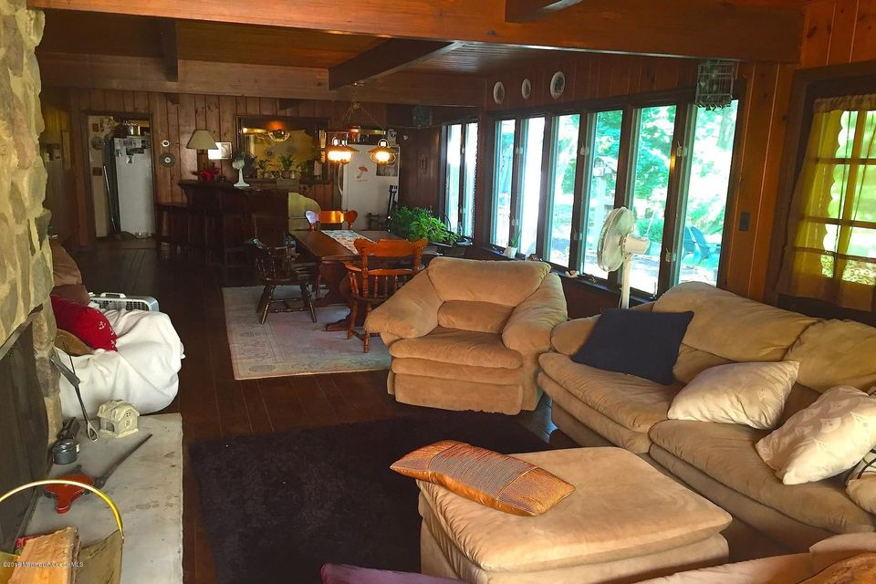 Additional photo for property listing at 832 Holmdel Road  Holmdel, New Jersey 07733 United States