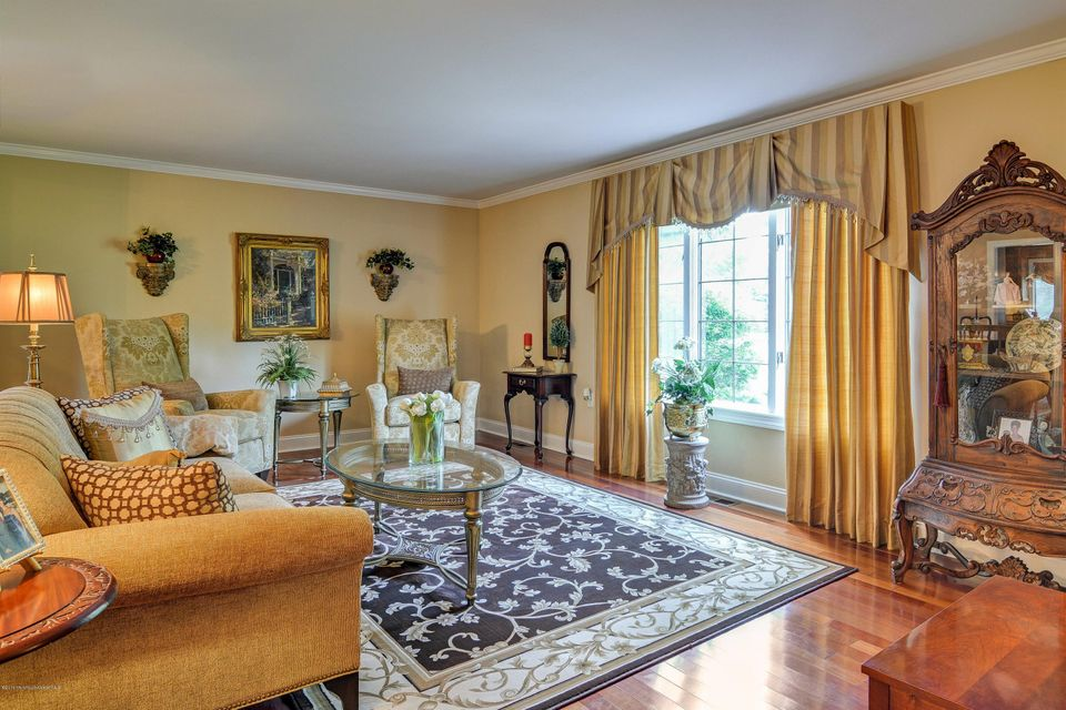 Additional photo for property listing at 10 Red Hawk Road  Colts Neck, New Jersey 07722 États-Unis