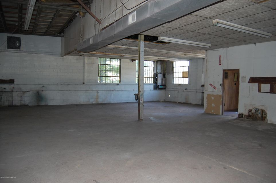 Additional photo for property listing at 1965 State 35 Highway  Sayreville, New Jersey 08871 États-Unis