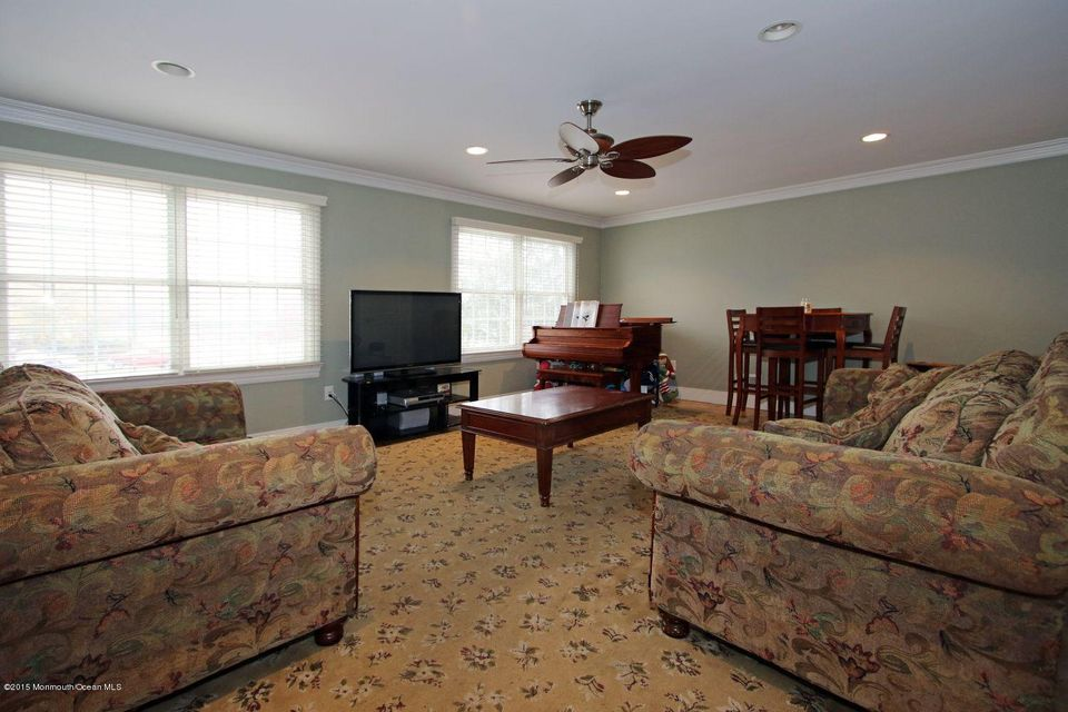 Additional photo for property listing at 2 Flomar Avenue  Middletown, Nueva Jersey 07748 Estados Unidos
